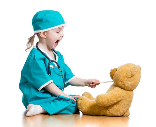 کودک در لباس پزشکی
