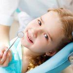 چگونه کودک خود را برای اولین معاینه دندانپزشکی آماده کنید