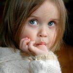 اثرات مکیدن انگشت شست و پستانک در کودکان