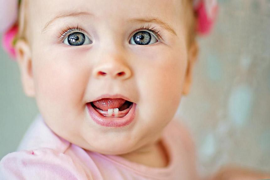 علائم و نشانههای دندان درآوردن در نوزادان